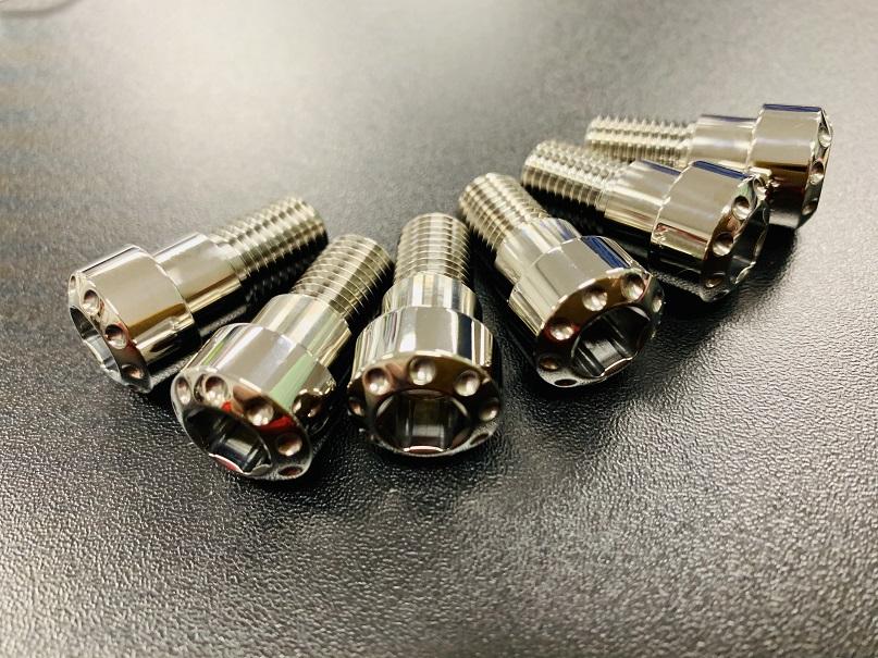 DBTデザインチタニウムリアアームブラケットマウントボルトセット