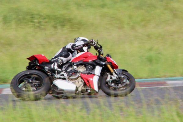 モトコルセコンプリートバイク Streetfighter V4Rの記事が掲載されました